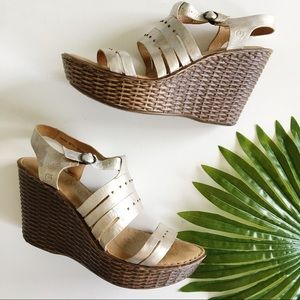 Born MHLO Wedge Sandals